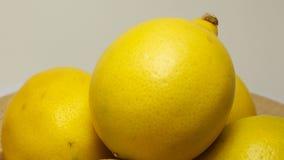 Κίτρινο λεμόνι με το ξινό γούστο, εσπεριδοειδές, βιταμίνες για την υγιεινή διατροφή φιλμ μικρού μήκους
