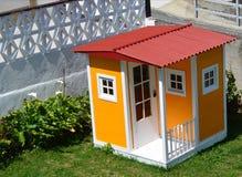 Κίτρινο μικροσκοπικό σπίτι Στοκ φωτογραφία με δικαίωμα ελεύθερης χρήσης