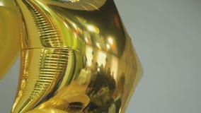 Κίτρινο μπαλόνι με μορφή του αστεριού στο γάμο απόθεμα βίντεο