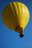 Κίτρινο μπαλόνι σε Λαοτιανό Στοκ εικόνα με δικαίωμα ελεύθερης χρήσης