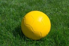 Κίτρινο μπαλόνι στοκ εικόνες