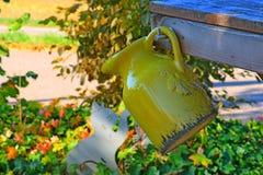 Κίτρινο δοχείο στοκ εικόνα με δικαίωμα ελεύθερης χρήσης