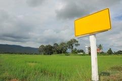 Κίτρινο οδικό σημάδι κομητειών στην Ταϊλάνδη Στοκ εικόνα με δικαίωμα ελεύθερης χρήσης