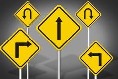 Κίτρινο οδικό σημάδι στο γκρίζο υπόβαθρο Στοκ Φωτογραφίες