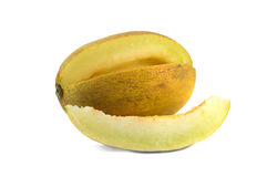 Κίτρινο πεπόνι με μια φέτα πέρα από το λευκό στοκ εικόνες