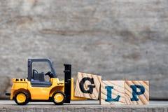 Κίτρινο πλαστικό forklift γράμμα Γ λαβής στην πλήρη λέξη GLP Στοκ Φωτογραφία