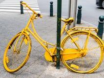Κίτρινο ποδήλατο Στοκ Φωτογραφία