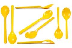 Κίτρινο πλαστικό κουτάλι συλλογής που απομονώνεται Στοκ Εικόνες