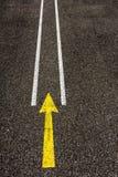 Κίτρινο σημάδι οδών βελών Στοκ Εικόνα
