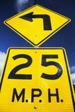 Κίτρινο σημάδι οδών που λέει 25 μίλια ανά σπίτι Στοκ Φωτογραφίες