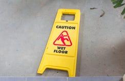 Κίτρινο σημάδι που προειδοποιεί Στοκ Εικόνα