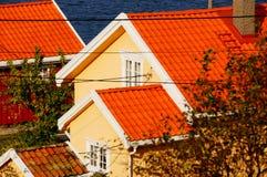 Κίτρινο σπίτι κοντά στο φιορδ Kragero, Portor Στοκ Εικόνες