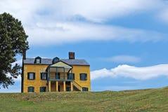 Κίτρινο σπίτι στοκ εικόνες με δικαίωμα ελεύθερης χρήσης