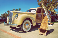 Κίτρινο το 1941 Packard 110 κλασικό αυτοκίνητο Στοκ εικόνες με δικαίωμα ελεύθερης χρήσης