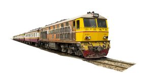 Κίτρινο τραίνο πομπής που οδηγείται με την παλαιά ηλεκτρική ατμομηχανή diesel στις διαδρομές Στοκ φωτογραφία με δικαίωμα ελεύθερης χρήσης