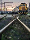 Κίτρινο τραίνο στη σύνθεση Στοκ φωτογραφία με δικαίωμα ελεύθερης χρήσης
