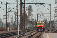 Κίτρινο τραίνο diesel Στοκ φωτογραφία με δικαίωμα ελεύθερης χρήσης