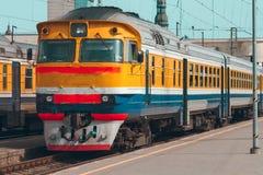 Κίτρινο τραίνο diesel Στοκ Φωτογραφίες