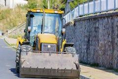 Κίτρινο τρακτέρ εκσακαφέων κατασκευής Στοκ φωτογραφία με δικαίωμα ελεύθερης χρήσης