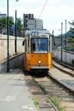 Κίτρινο τραμ στη Βουδαπέστη, Ουγγαρία στοκ φωτογραφία