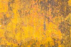 Κίτρινο υπόβαθρο Grunge με μερικούς σημεία και λεκέδες σε το Στοκ Φωτογραφία