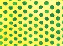 Κίτρινο υπόβαθρο Watercolor με τα πράσινα σημεία Πόλκα στοκ φωτογραφίες με δικαίωμα ελεύθερης χρήσης