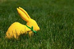 Κίτρινο υφαντικό κουνέλι Στοκ εικόνες με δικαίωμα ελεύθερης χρήσης