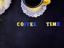 Κίτρινο φλυτζάνι με τον καφέ Στοκ εικόνα με δικαίωμα ελεύθερης χρήσης