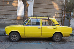 Κίτρινο Lada Στοκ φωτογραφία με δικαίωμα ελεύθερης χρήσης