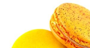 Κίτρινο macaron που απομονώνεται στο άσπρο υπόβαθρο Στοκ εικόνες με δικαίωμα ελεύθερης χρήσης