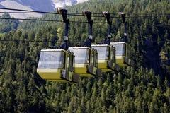Κίτρινο Teleferic Monetier Les Bains Στοκ φωτογραφία με δικαίωμα ελεύθερης χρήσης