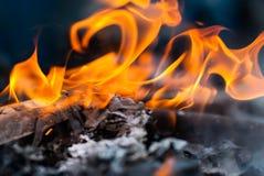 Καίγοντας έγγραφο για το πεινασμένο κινεζικό φεστιβάλ φαντασμάτων Στοκ Φωτογραφίες