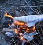 καίγοντας έγγραφο με τις σημειώσεις μουσικής Στοκ Εικόνα