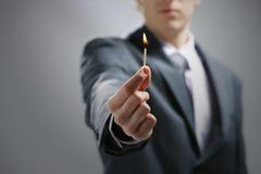 καίγοντας αντιστοιχία εκμετάλλευσης χεριών Στοκ Εικόνες