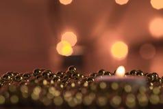 Καίγοντας διακοσμήσεις κεριών και Χριστουγέννων Στοκ Εικόνες