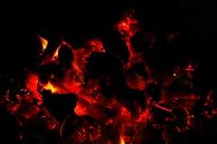 Καίγοντας καυσόξυλο στην εστία κοντά επάνω Στοκ εικόνα με δικαίωμα ελεύθερης χρήσης