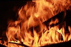 Καίγοντας καυτές πυρκαγιά και φλόγες σύνδεσης Στοκ Φωτογραφία
