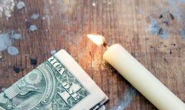 Καίγοντας κερί με τα χρήματα Στοκ Εικόνες