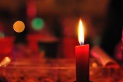 Καίγοντας κερί με το κόκκινο υπόβαθρο Στοκ εικόνα με δικαίωμα ελεύθερης χρήσης