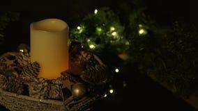 Καίγοντας κερί σε ένα καλάθι απόθεμα βίντεο