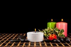 Καίγοντας κεριά και χαλίκια για τη aromatherapy σύνοδο Στοκ Εικόνα