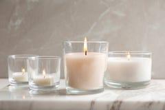 Καίγοντας κεριά στα γυαλιά Στοκ Εικόνες