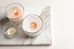 Καίγοντας κεριά στα γυαλιά Στοκ εικόνες με δικαίωμα ελεύθερης χρήσης