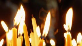 Καίγοντας κεριά στην ιερή εκκλησία Sepulcher