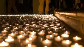 Καίγοντας κεριά στο έδαφος εκκλησιών Στοκ Εικόνα