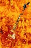 Καίγοντας κιθάρα στο υπόβαθρο πυρκαγιάς ελεύθερη απεικόνιση δικαιώματος