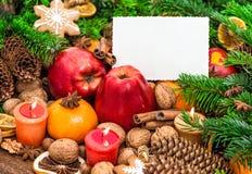 Καίγοντας μήλα καρτών χαιρετισμών κεριών διακοσμήσεων Χριστουγέννων tange Στοκ Εικόνες