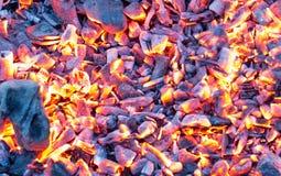 Καίγοντας ξυλάνθρακας ως υπόβαθρο σύσταση Στοκ φωτογραφίες με δικαίωμα ελεύθερης χρήσης