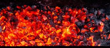 Καίγοντας ξυλάνθρακας ως υπόβαθρο Στοκ Εικόνες