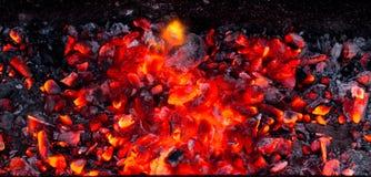 Καίγοντας ξυλάνθρακας ως υπόβαθρο Στοκ φωτογραφίες με δικαίωμα ελεύθερης χρήσης